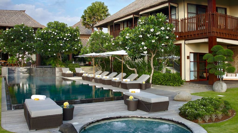 Villas With Pool Fence