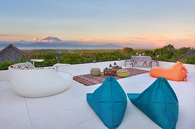 Alfresco Dining and Seating Area on the terrace - 353 Degrees North - Nusa Lembongan, Bali