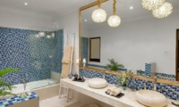 En-Suite Bathroom with Bathtub - 4S Villas - Seminyak, Bali