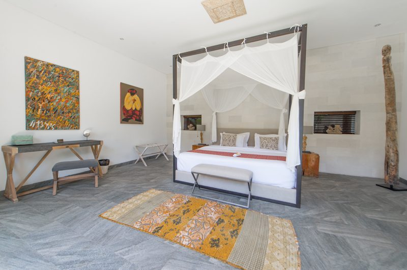 Spacious Room with Side Table - Abaca Villas - Seminyak, Bali