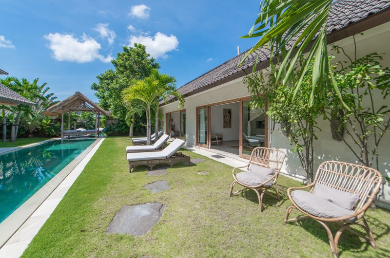 Outdoor Seating Area with Pool View - Abaca Villas - Seminyak, Bali