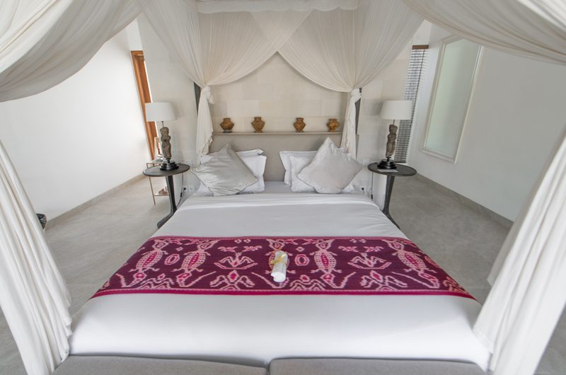 Room with Four Poster Bed and Table Lamps - Abaca Villas - Seminyak, Bali