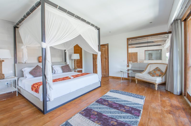 Room with Four Poster Bed and Seating Area - Abaca Villas - Seminyak, Bali