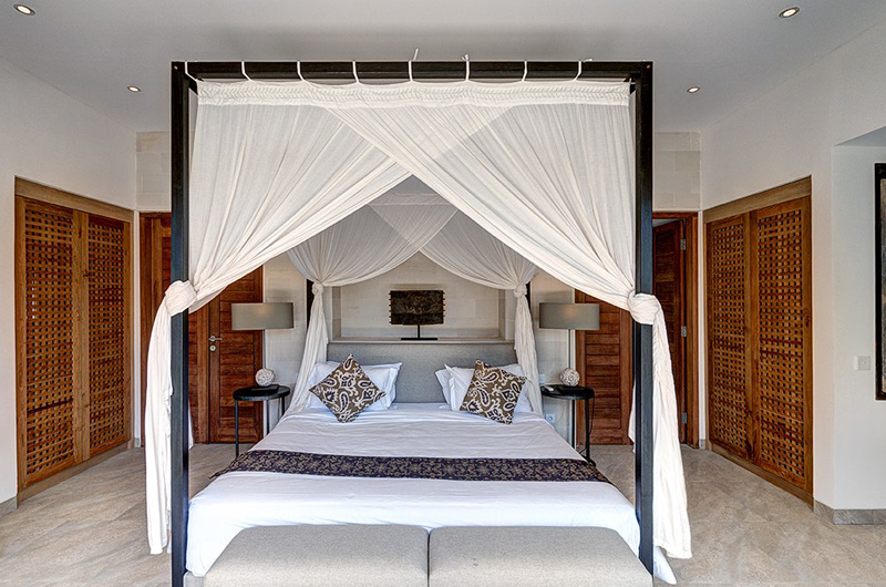Room with Four Poster Bed - Abaca Villas - Seminyak, Bali