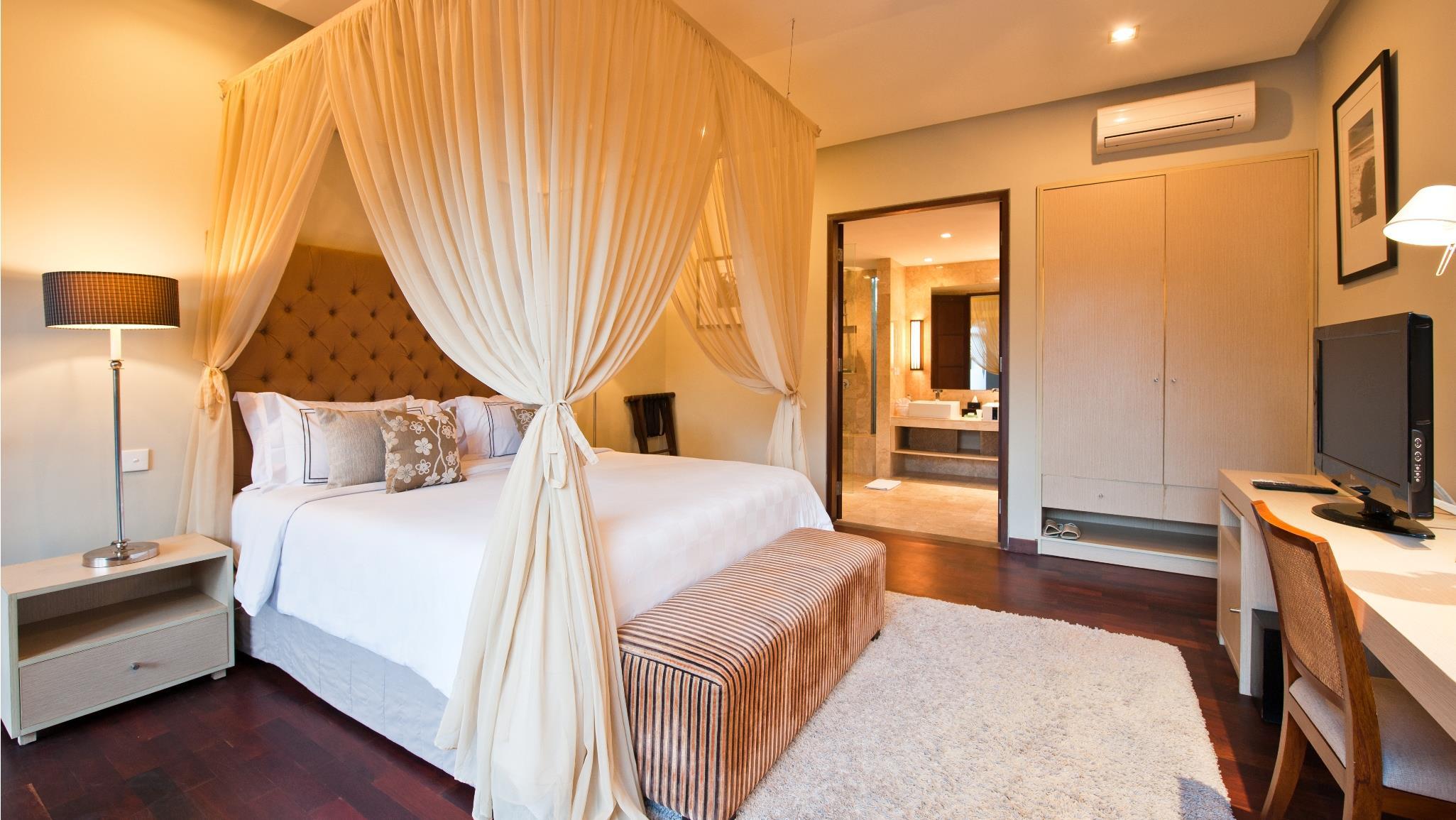 Bedroom with TV - Akara Villas 1 - Seminyak, Bali
