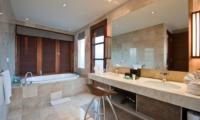 Bathroom with Bathtub - Akara Villas 3 - Seminyak, Bali