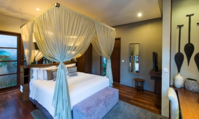 Bedroom with Wooden Floor - Akara Villas 8 - Seminyak, Bali