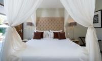 Bedroom with Mosquito Net - Akara Villas 8 - Seminyak, Bali