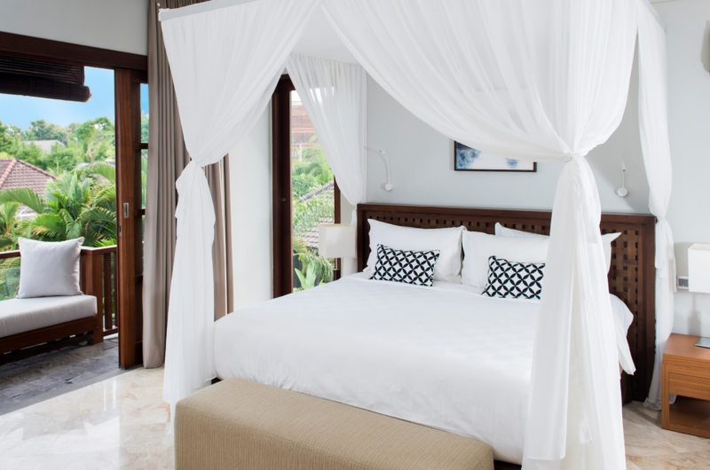 Bedroom and Balcony - Akara Villas M - Seminyak, Bali