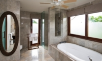En-Suite Bathroom with Bathtub - Akara Villas M - Seminyak, Bali