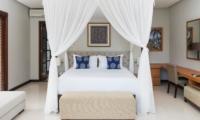 Bedroom with Study Table - Akara Villas M - Seminyak, Bali