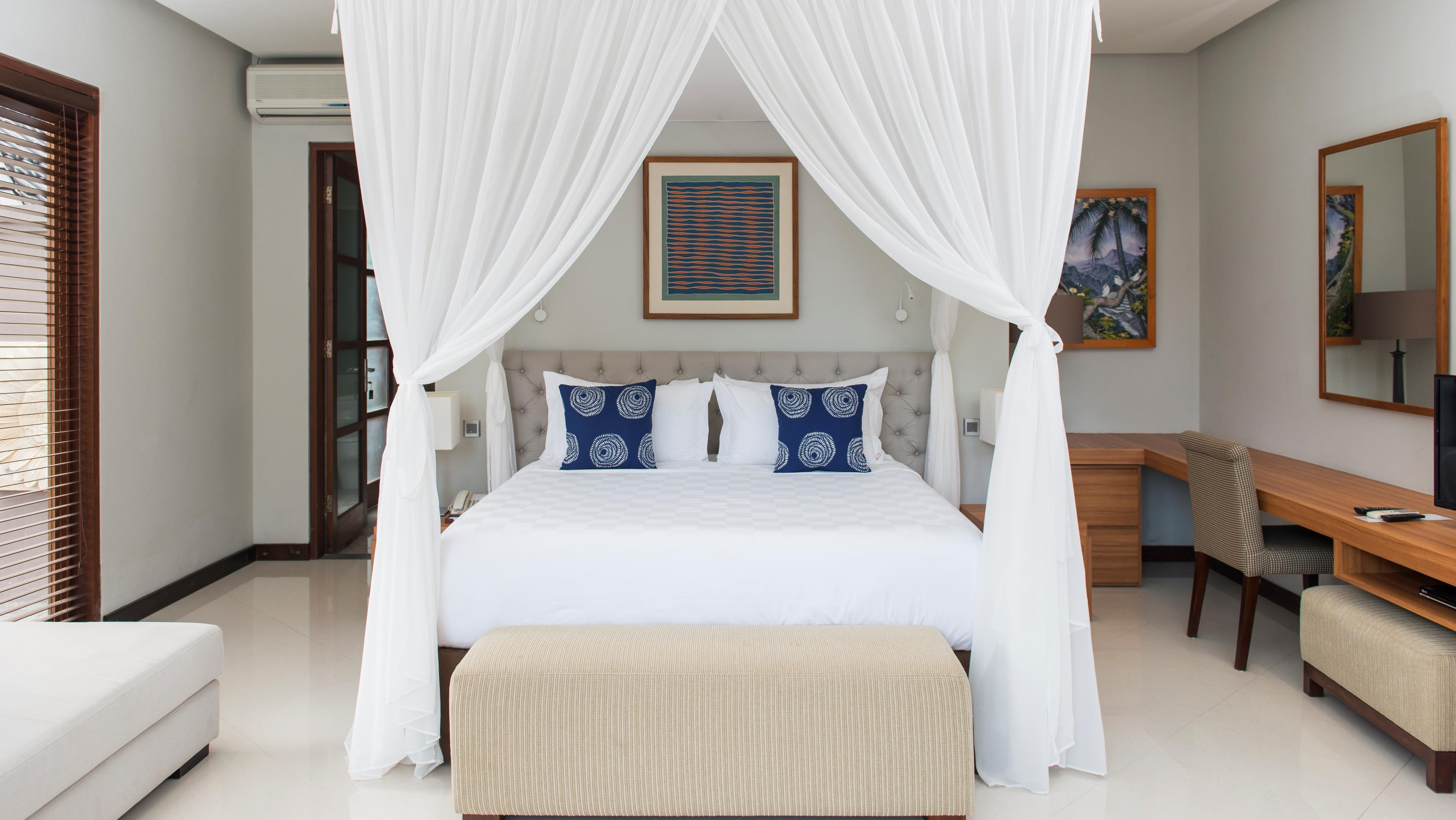 Bedroom with Study Table - Akara Villas M - Seminyak, Bali