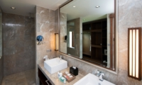 His and Hers Bathroom with Mirror - Akara Villas M - Seminyak, Bali