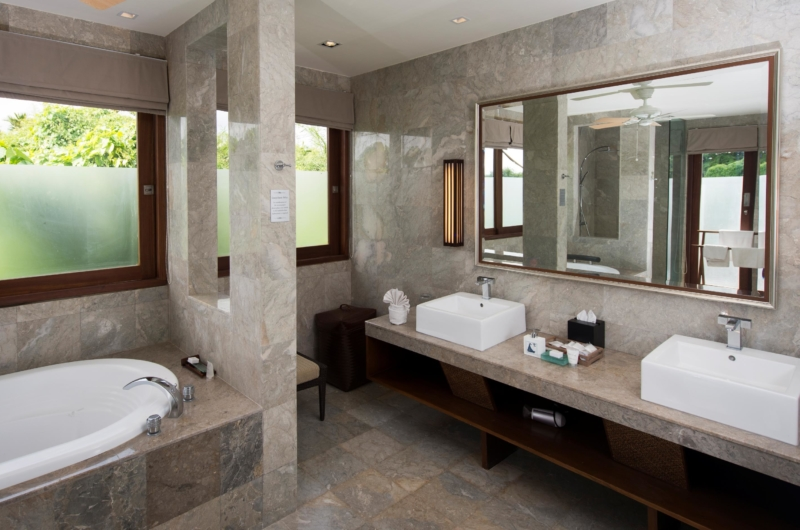 En-Suite His and Hers Bathroom with Mirror - Akara Villas M - Seminyak, Bali