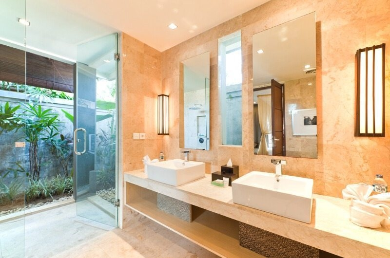 His and Hers Bathroom with Mirror - Akara Villas - Seminyak, Bali