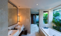 Bathroom with Bathtub - Akara Villas - Seminyak, Bali