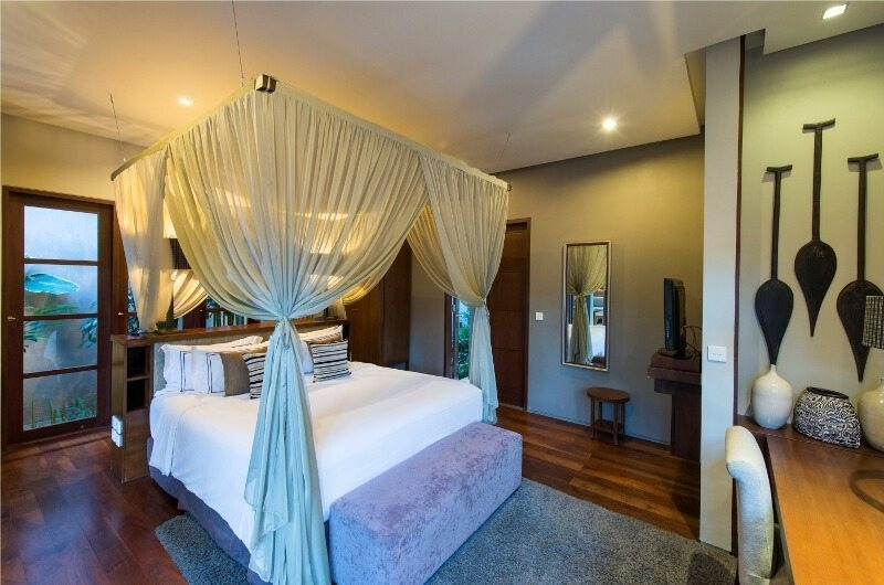 Bedroom with Study Table - Akara Villas - Seminyak, Bali