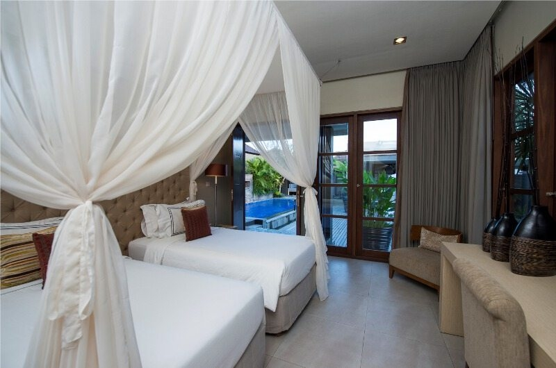 Twin Bedroom with Seating Area - Akara Villas - Seminyak, Bali