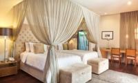 Twin Bedroom - Akara Villas - Seminyak, Bali
