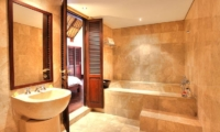 Bathroom with Bathtub - Alamanda Villa - Ubud, Bali