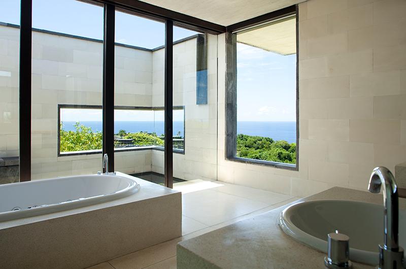 En-Suite Bathroom with Bathtub - Alila Villas Uluwatu - Uluwatu, Bali