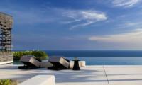 Reclining Sun Loungers - Alila Villas Uluwatu - Uluwatu, Bali