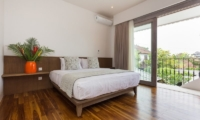 Bathroom and Balcony with Wooden Floor - Allure Villas - Seminyak, Bali