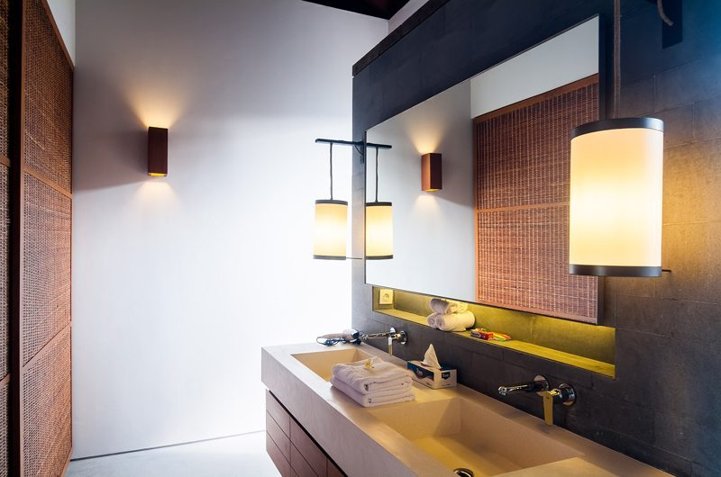 His and Hers Bathroom with Mirror - Ambalama Villa - Seseh, Bali