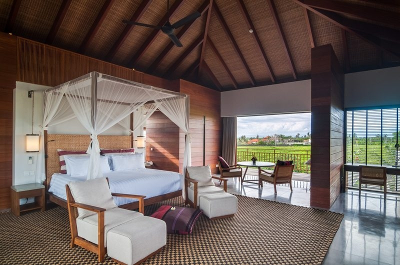 Spacious Bedroom with Seating Area - Ambalama Villa - Seseh, Bali