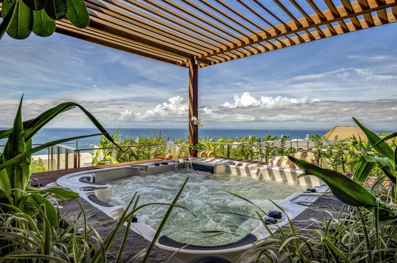 Jacuzzi - Anantara Uluwatu Resort - Uluwatu, Bali