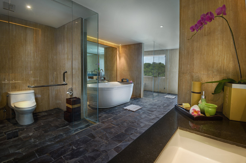 En-Suite Bathroom with Shower and Bathtub - Anantara Uluwatu Resort - Uluwatu, Bali