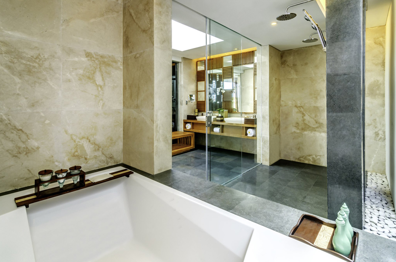 En-Suite Bathroom with Bathtub - Anantara Uluwatu Resort - Uluwatu, Bali