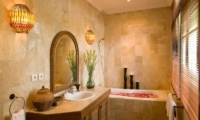 En-Suite Bathroom - Anyar Estate - Umalas, Bali