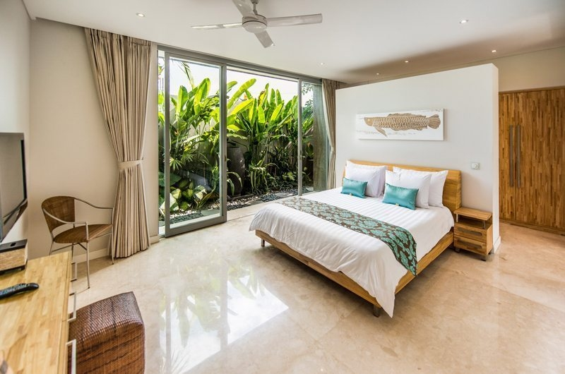 Bedroom with TV - Aramanis Villas - Seminyak, Bali