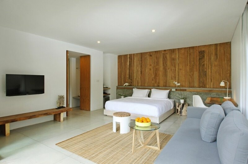 Bedroom with Sofa and TV - Aria Villas - Ubud, Bali
