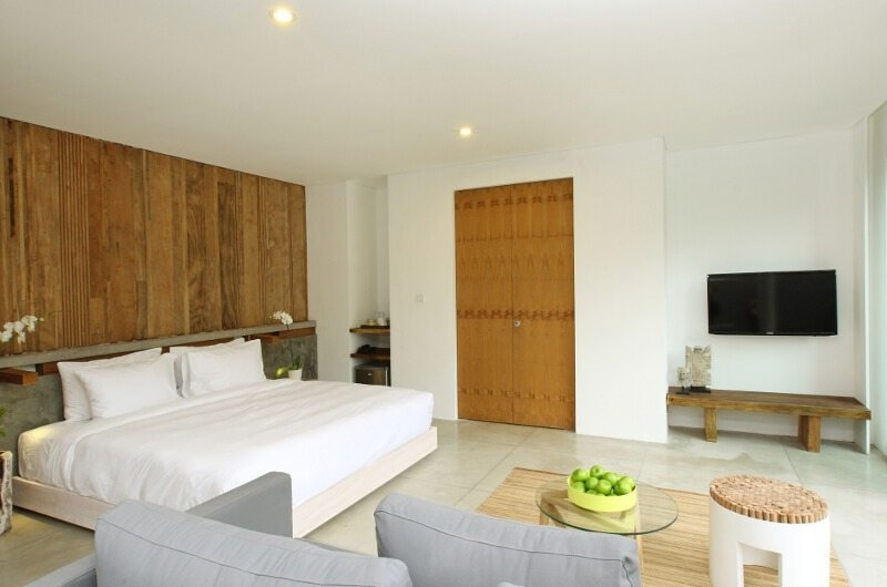 Bedroom with TV - Aria Villas - Ubud, Bali