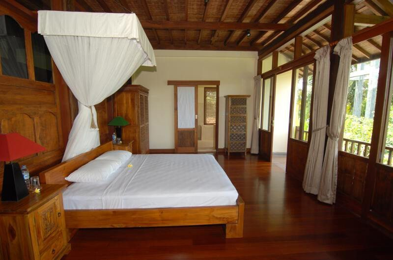 Bedroom with Mosquito Net - Atas Awan Villa - Ubud, Bali