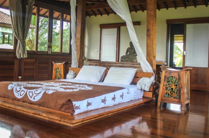 King Size Bed - Atas Awan Villa - Ubud, Bali