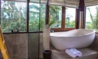 Bathtub - Atas Awan Villa - Ubud, Bali