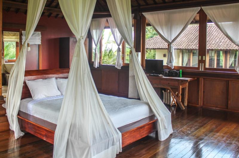 Bedroom with Wooden Floor - Atas Awan Villa - Ubud, Bali