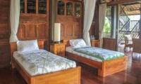 Twin Bedroom with Wooden Floor - Atas Awan Villa - Ubud, Bali