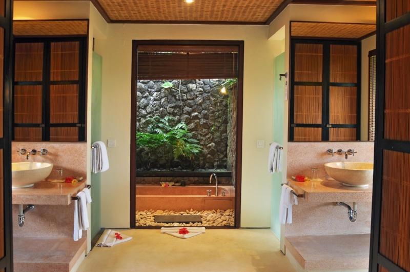 His and Hers Bathroom - Awan Biru Villa - Ubud, Bali