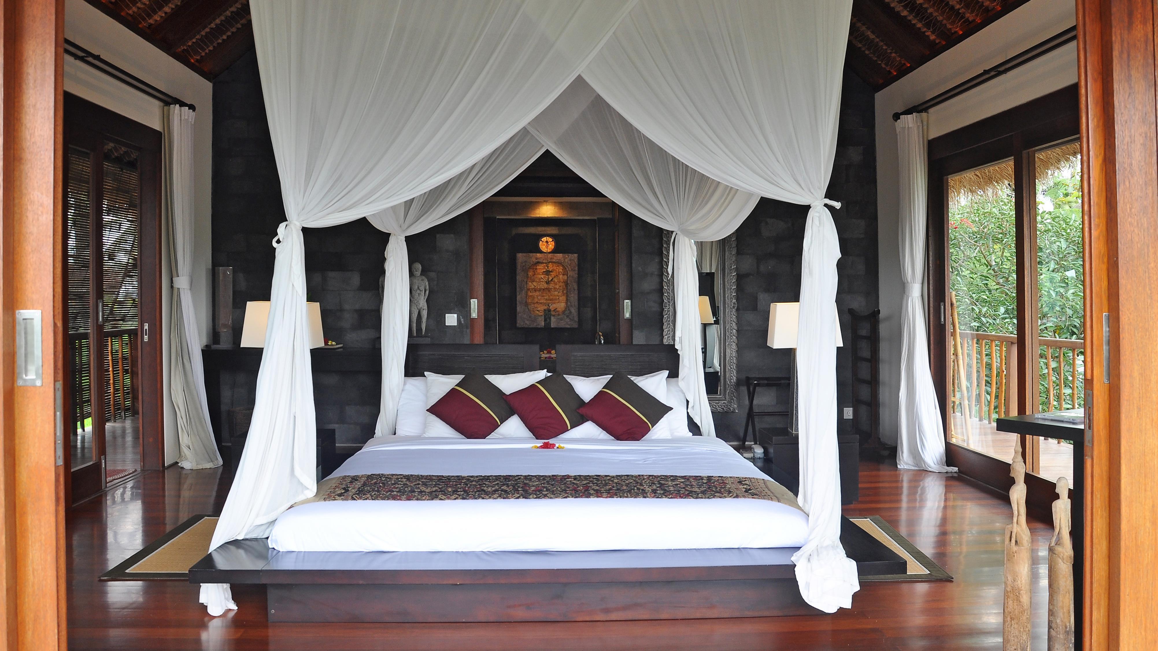 Bedroom with Wooden Floor - Awan Biru Villa - Ubud, Bali
