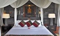 Bedroom with Table Lamps - Awan Biru Villa - Ubud, Bali