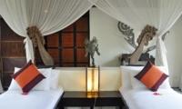 Bedroom with Twin Beds - Awan Biru Villa - Ubud, Bali