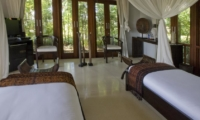 Twin Bedroom with Seating Area - Awan Biru Villa - Ubud, Bali