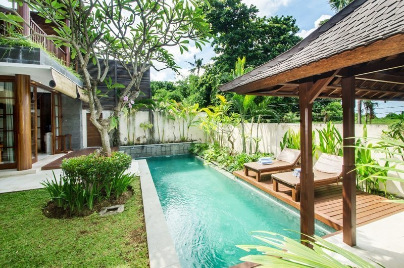Pool Side Sun Loungers - Bale Gede Villas - Batubelig, Bali