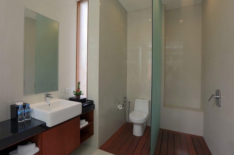 En-Suite Bathroom - Bale Gede Villas - Batubelig, Bali