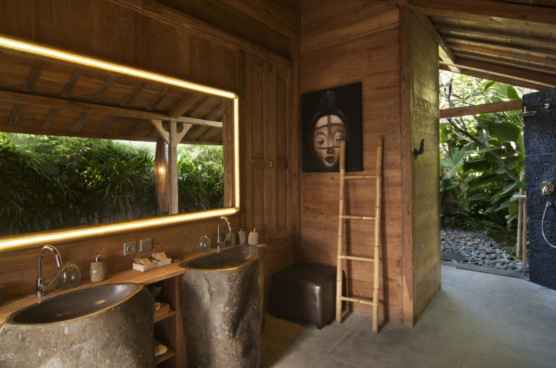 Bathroom with Mirror - Bali Ethnic Villa - Umalas, Bali