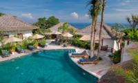Sun Beds - Batu Karang Lembongan Resort - Nusa Lembongan, Bali